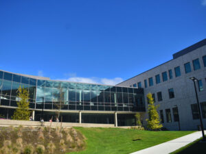 Bürogebäude mit Garten